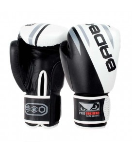 Rękawice bokserskie skórzane Bad Boy Pro Series model Thai Boxing