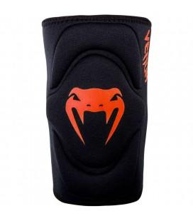 Ochraniacze kolan marki Venum model Kontact czarno czerwone para